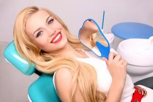 залог потрясающей ослепительной улыбки - это своевременное лечение зубов